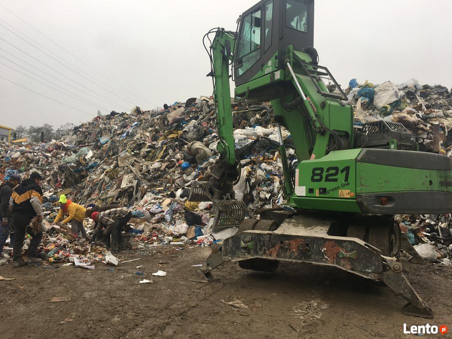 śmieci na ziemi