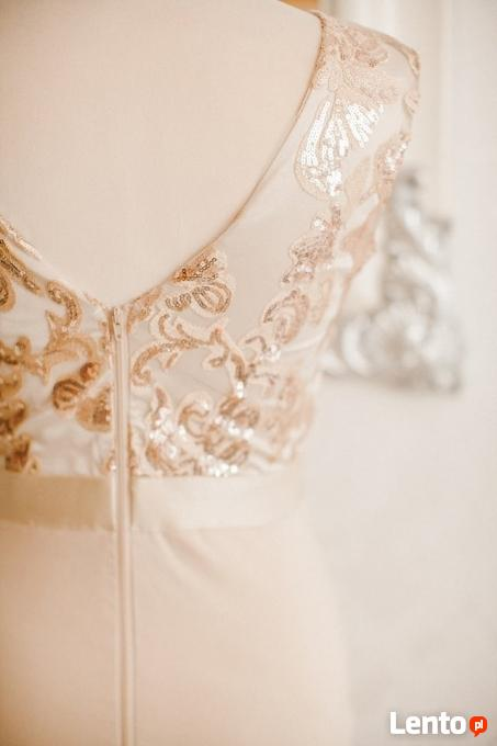 7d14262d25 ... Beżowa ołówkowa sukienka wieczorowa midi z głębokim dekoltem - 6 ...