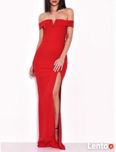 Kobieca czerwona długa sukienka z rozcięciem i dekoltem carm