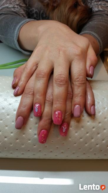 Manicure hybrydowy, stylizacja paznokci, żel, tipsy