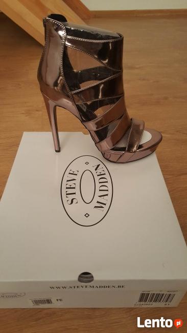 buty lakierkowe na obcasie