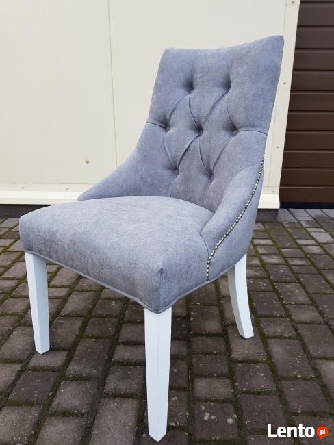 Krzesło białe z kołatką pinezkami pikowane Nowe