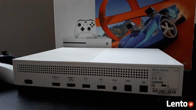 Xbox One S 500GB + 2 pady + 4 gry