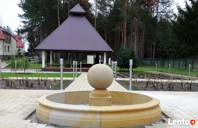 Piaskowiec, fontanna z kulą, naturalny kamień