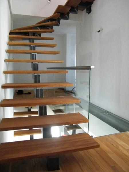 Schody metalowe, nierdzewne, na konstrukcji