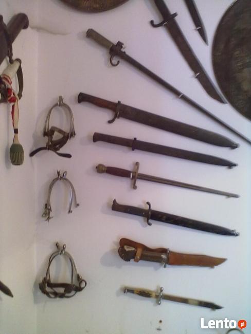 biała broń i figurki brąz