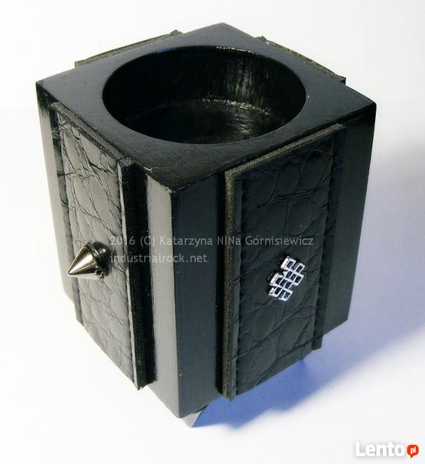 Oryginalny czarny świecznik na tealight ćwieki nóżki skóra