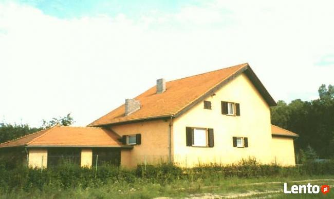 dom z parkiem na sprzedaz -