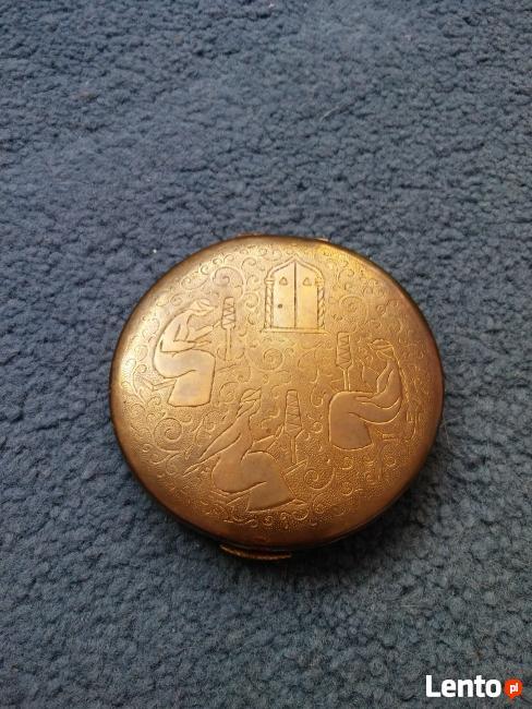 puderniczka złota