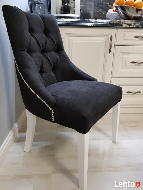 Krzesło pikowane z kołatką i pinezkami Glamour Nowe