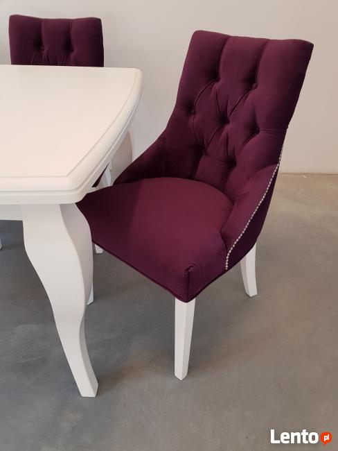 Krzesło tapicerowane pikowane z kołatką i pinezkami GLAMOUR