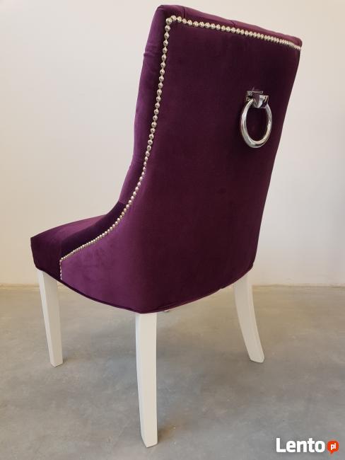 Krzesło pikowane z kołatką z pinezkami tapicerowane modne