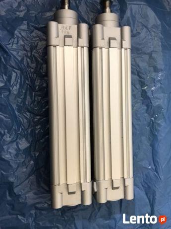 Dwa silowniki pneumatyczne Festo