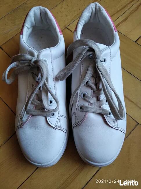 Buty młodzieżowe typu adidas