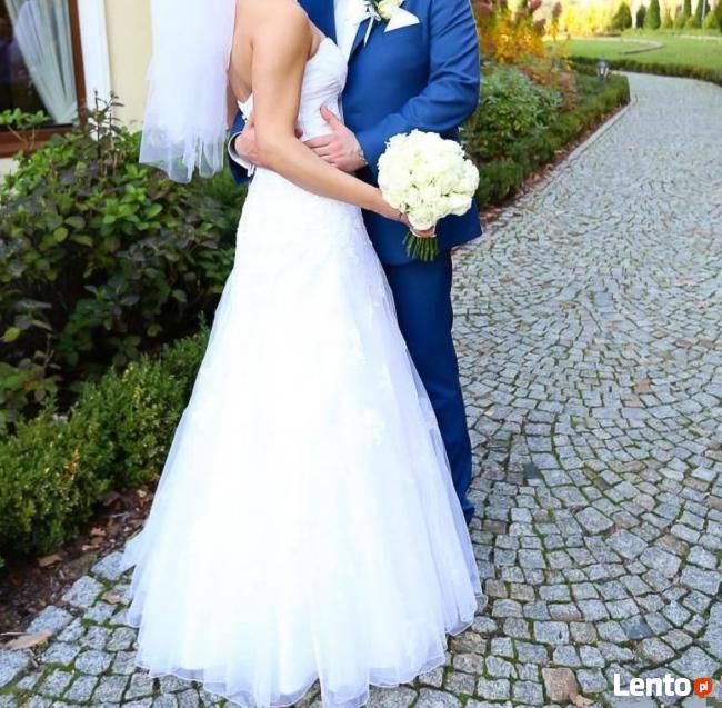 Śnieżnobiała suknia ślubna z salonu
