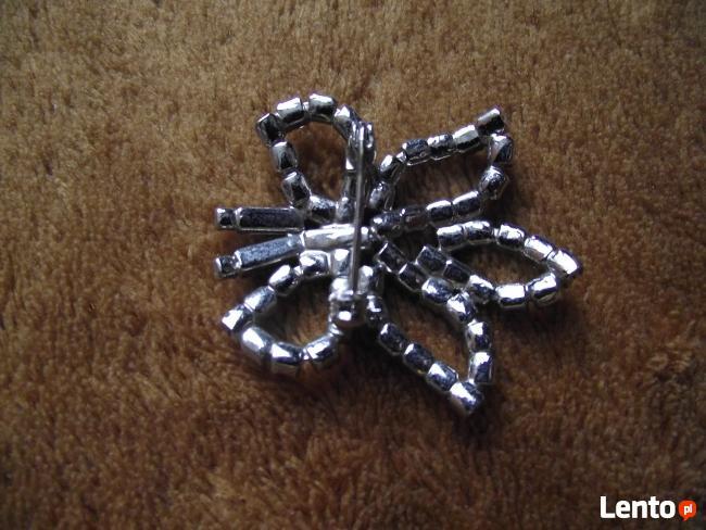 Nowa broszka w kształcie motyla z cyrkoniami