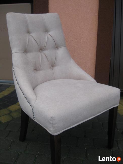 Krzesło pikowane z pinezkami i kołatką producent glamour