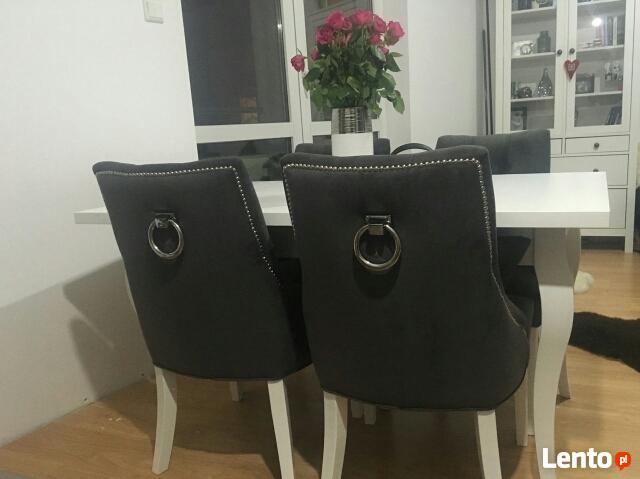 Modne krzesło pikowane z kołatką i pinezkami producent