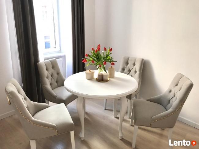 Krzesło z kołatka pikowane z pinezkami eleganckie modne nowe