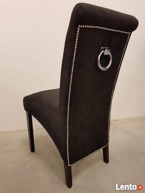 Krzesło nowoczesne tapicerowane Glamour z kołatką pinezkami