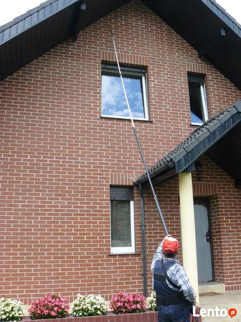 Wysokociśnieniowe czyszczenie elewacji budynków, posadzek.