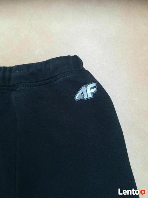 Dziewczęce Spodnie dresowe 4F, rozm. 152.