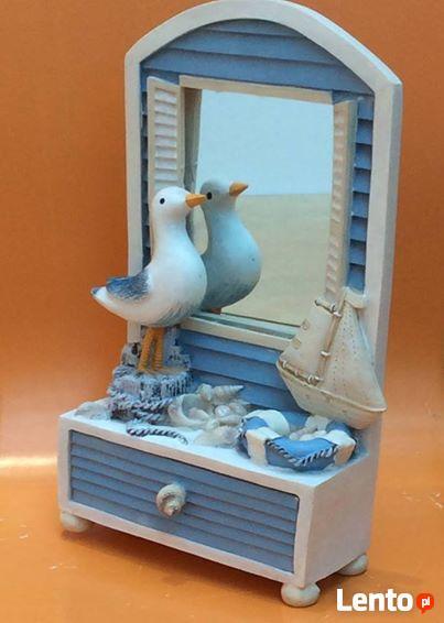 Szkatułka z lusterkiem i szufladką na dziecięce skarby
