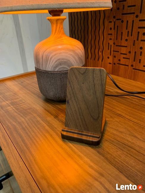 Ładowarka bezprzewodowa drewniana