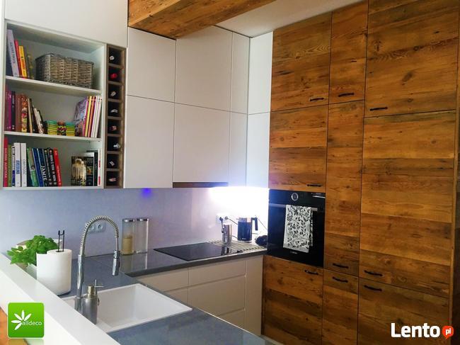 Fronty kuchenne ze starego drewna: ekologia i styl.