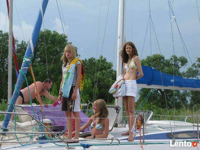 żeglarzy jachtowych, sterników, instruktorów żeglarstwa