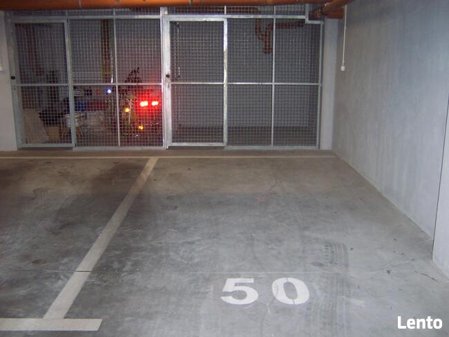 Ogrzewane miejsce parkingowe.