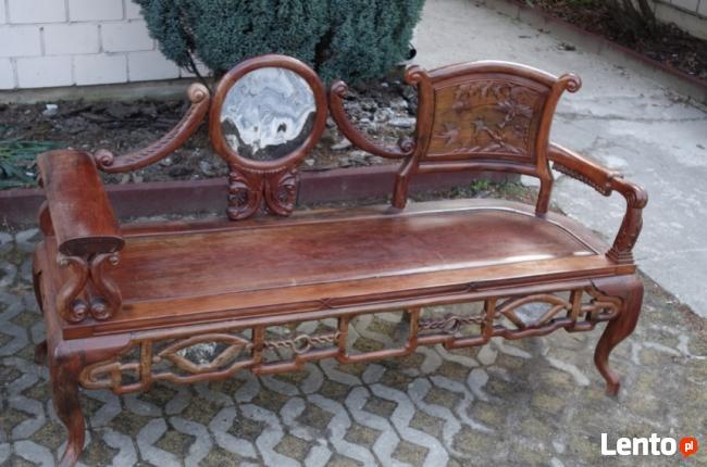Drewniana unikatowa ławka z marmurową wstawką