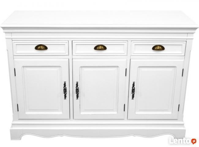duża stylizowana drewniana komoda w kolorze białym