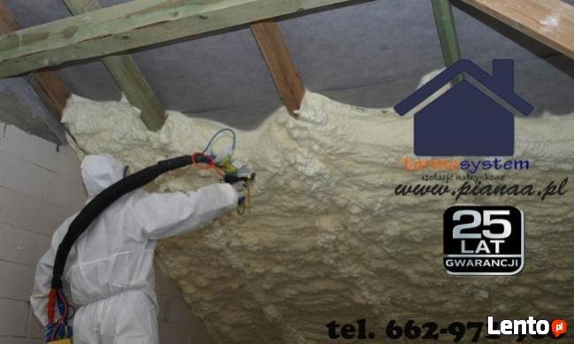 Ocieplanie pianą poliuretanową PUR dachów poddaszy garaży