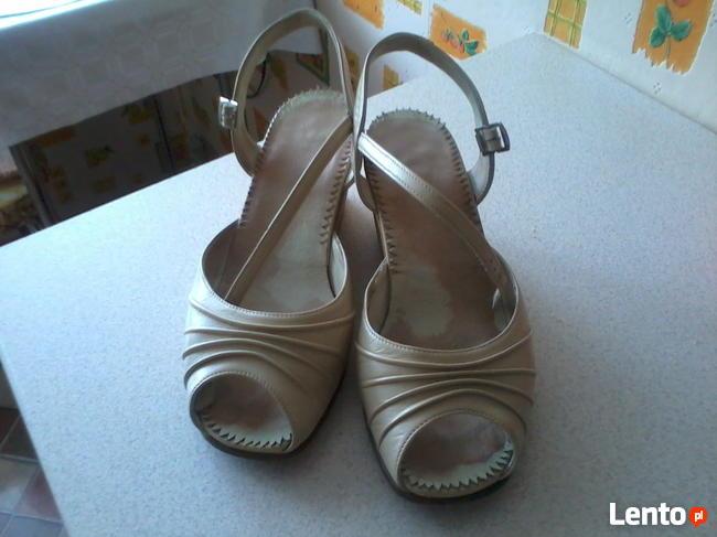 buty letnie na koturnach