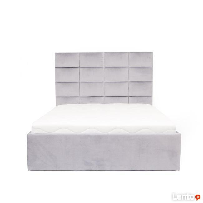 Archiwalne łóżko Tapicerowane Wygodne W Różnych