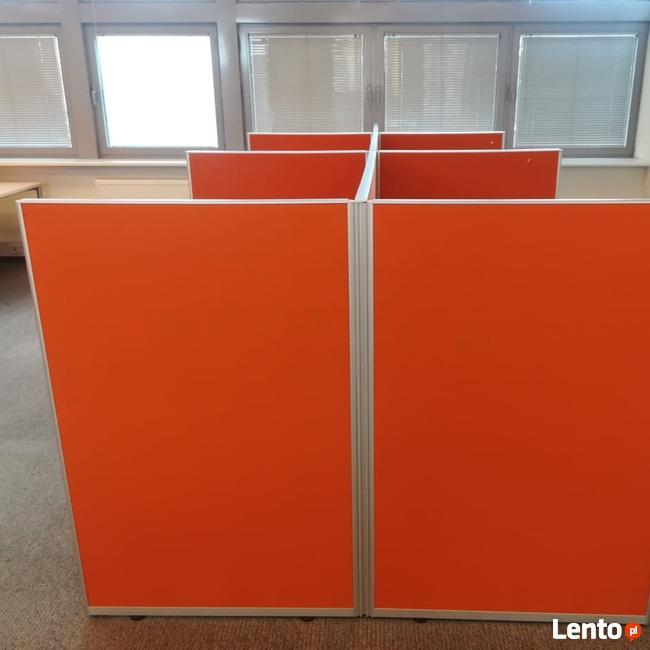 Ściana działowa frontowa tapicerowana oranż