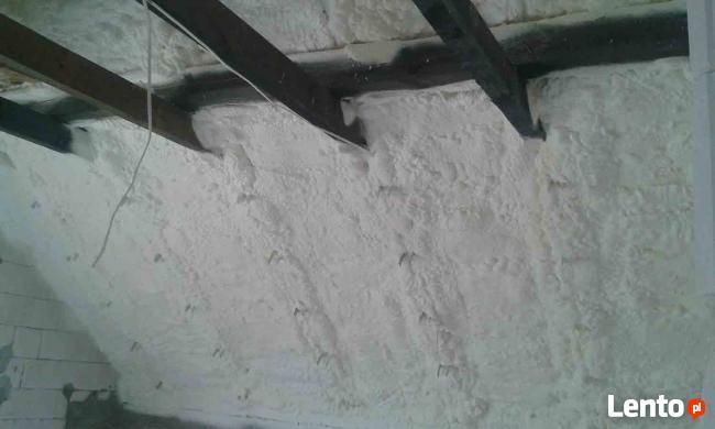 Ocieplanie pianą PUR dachów hal poddaszy garaży itp