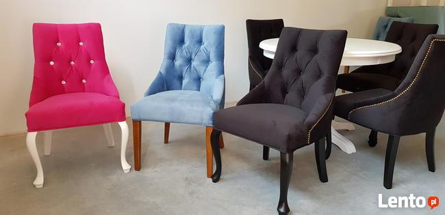 Krzesło pikowane tapicerowane chesterfield kołatka pinezki