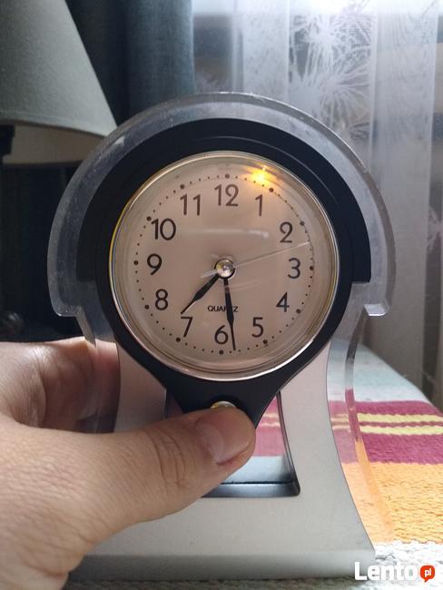 zegar stojący - budzik