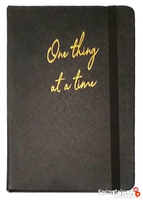 Elegancki notatnik z gumką pamiętnik czarny cytat