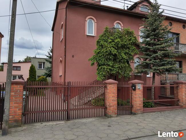 Dom + dwa mieszkania + piętrowy budynek działka