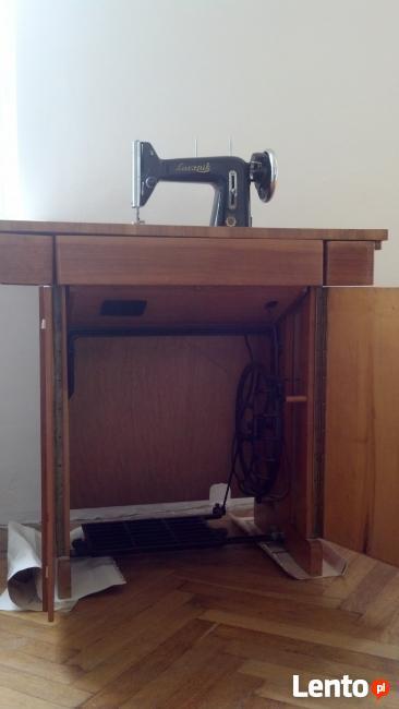 Maszyna do szycia Łucznik na pedały stolik