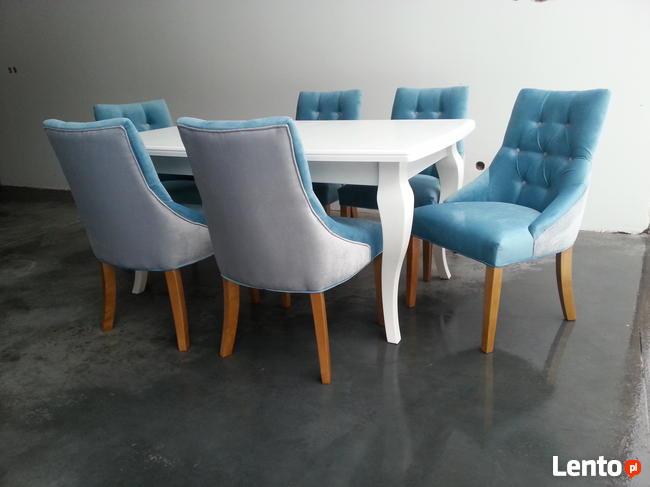 Pikowane pinezkami krzesło z kołatką tapicerowane hampton