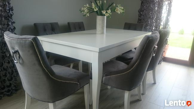 Eleganckie nowoczesne krzesło z kołatką tapicerowane modne