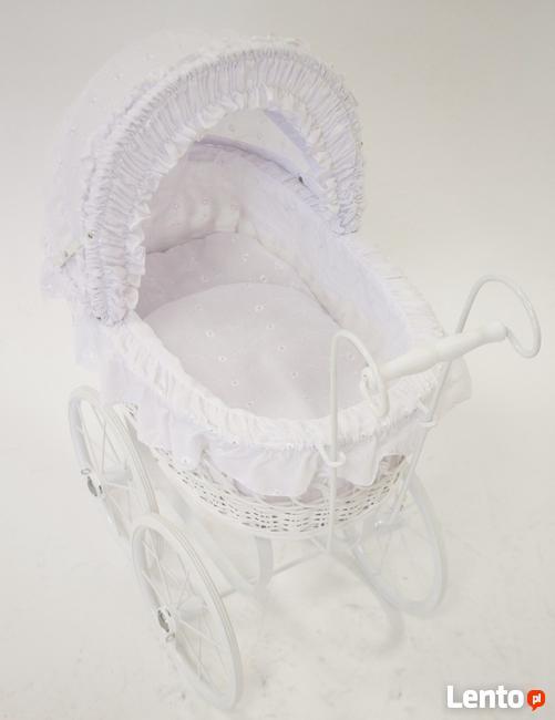 Biały wózek dla lalek w stylu retro piękna stylowa dekoracja