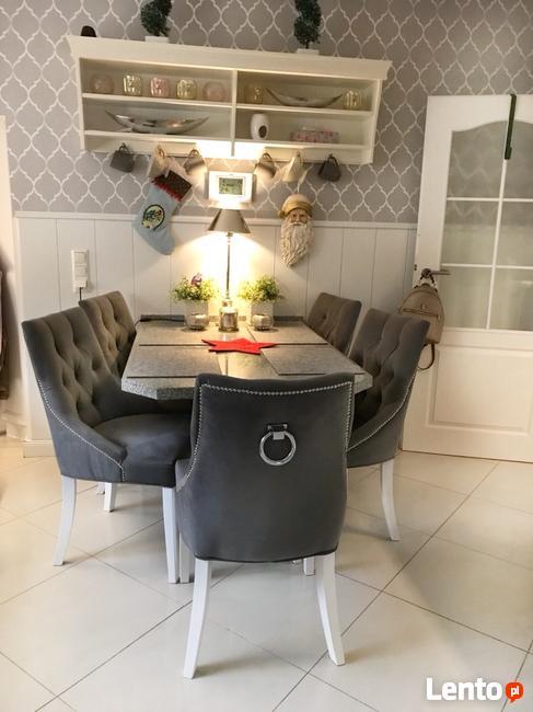 Krzesło pikowane tapicerowane z ozdobnym wałkiem producent