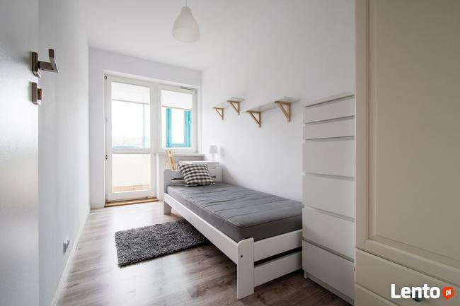 Pokój jednoosobowy z balkonem - METRO WILANOWSKA