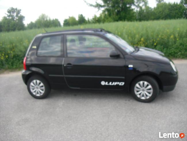 Małe zwinne autko Volkswagen Lupo 2002 r.