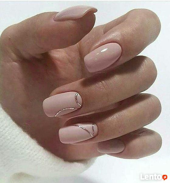 Stylizacja paznokci: beżowe paznokcie żelowe